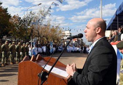 Promesa y Juramento de lealtad a la Bandera frente al Palacio Municipal