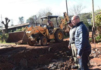Colocación de tubos, tareas de bacheo y construcción de cordón cuneta en Bº Monte Verde