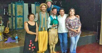 """El elenco """"Marabunta Teatro"""" fue ovacionado de pie"""