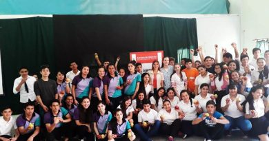 """Charla """"Nutrición y Adolescencia"""" para alumnos de la Escuela de Parada Pucheta"""