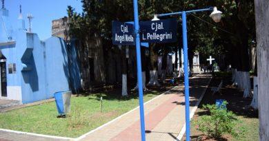 """Obreros trabajan arduamente en el Cementerio de la """"Santa Cruz"""""""