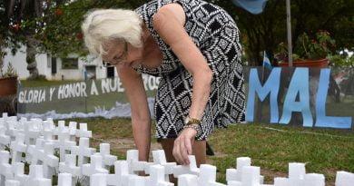Homenajes del pueblo: María Elena Murillo y su cementerio de Darwin