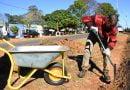 Limpieza y trabajos de zanjeo en Avenida San Martín y zonas aledañas