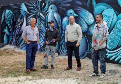 Arias Valente y Martínez avanzan con los murales en calle Sitja Nin