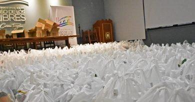 El Municipio entregó bolsas navideñas a los empleados municipales