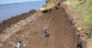 Continúa la reconstrucción del muro de contención de la costanera