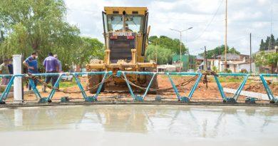 Pavimentación de Di Tomaso: Se continúa colocando hormigón armado