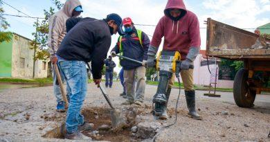 Mejoras viales en Libres: continúa la reconstrucción de pavimento en 25 de mayo y Adolfo Montaña