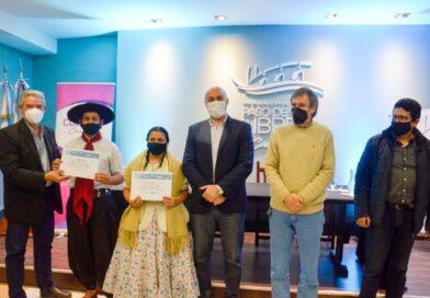 Martín Ascúa entregó los certificados a los ganadores locales de los Juegos Culturales Evita